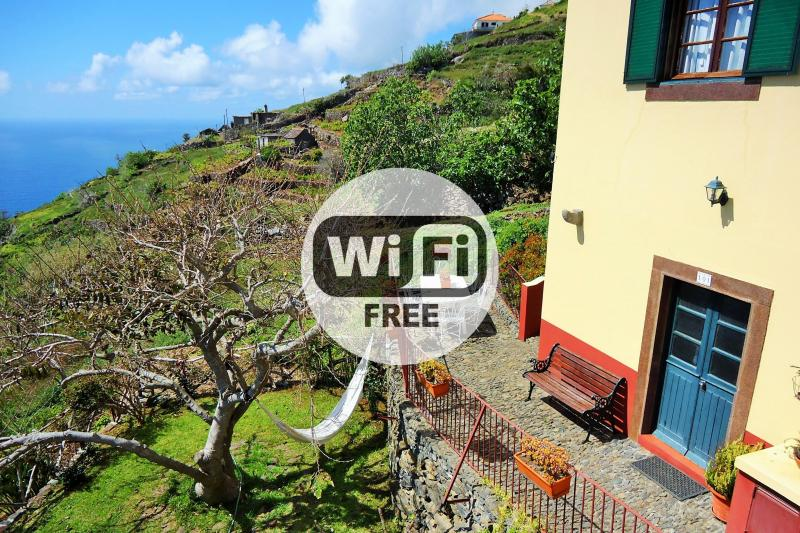 Country House, Terrace, Quiet and Sea View 101, vacation rental in Faja da Ovelha