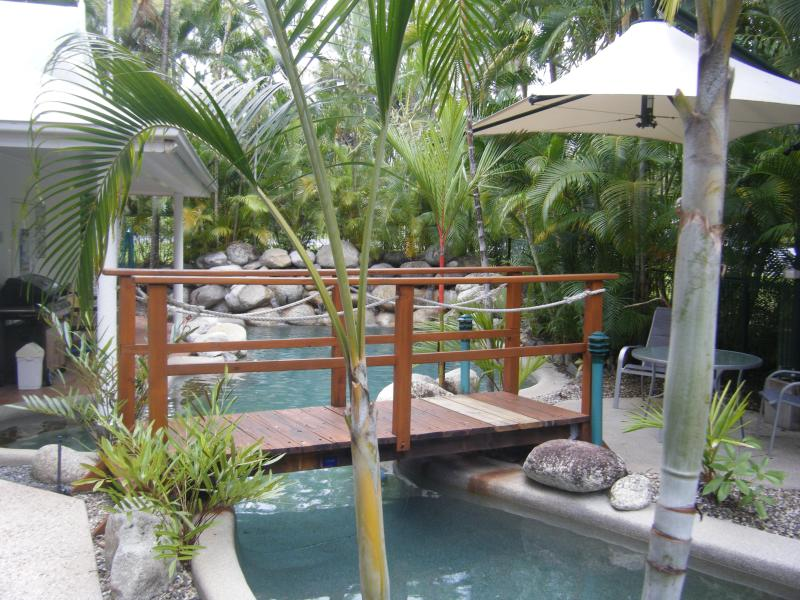 Coral Apartments, One bedroom 2 Night Minimum Stay, vacation rental in Port Douglas