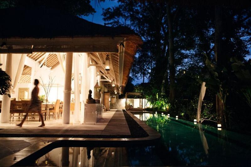 VILLA SUNGAI BALI: 5-star luxury fully-staffed 1-3 bedroom exclusive-use villa, holiday rental in North Kuta