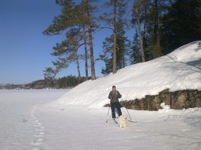 Skiing on the lake ice with Tessu