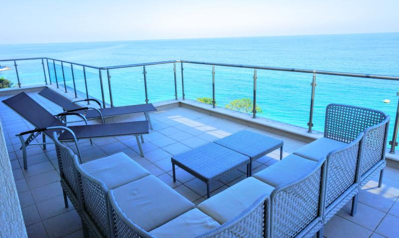 Family apartment on the beach in Byala town, holiday rental in Byala