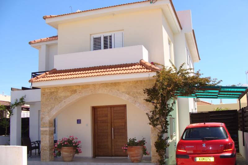 Detached 3 Bed Villa With Private Pool, vacation rental in Xylophagou