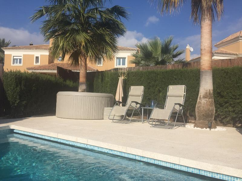 Luxury East Marbella heated PRIVATE pool & jacuzzi stunning sea views, holiday rental in Marbella