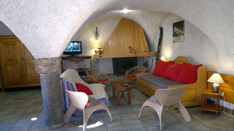 unique & rare maison confort 8/14 pers  village pieds des pistes, holiday rental in La Salle les Alpes