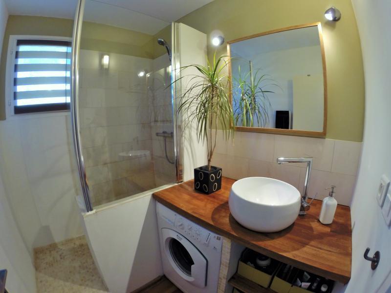 Douche italienne avec la machine à laver