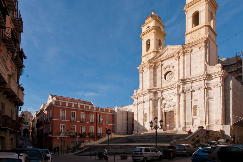 Via Azuni on the left, and the great church of Sant'Anna.