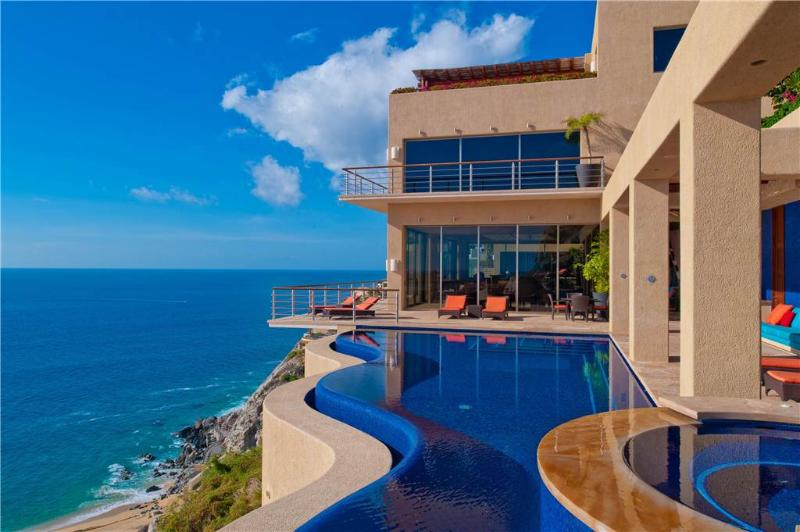 Stunning Hillside Villa with Luxurious Amenities: *Villa Bellissima, 8 BR, holiday rental in Cabo San Lucas