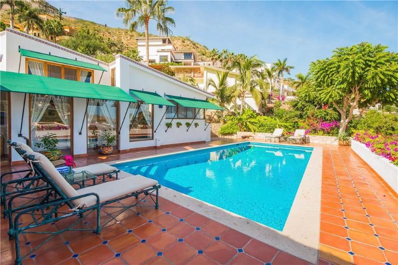 3 Blocks to Town, 1 Mile to Beach: Villa Carolina 3 BR, location de vacances à Cabo San Lucas