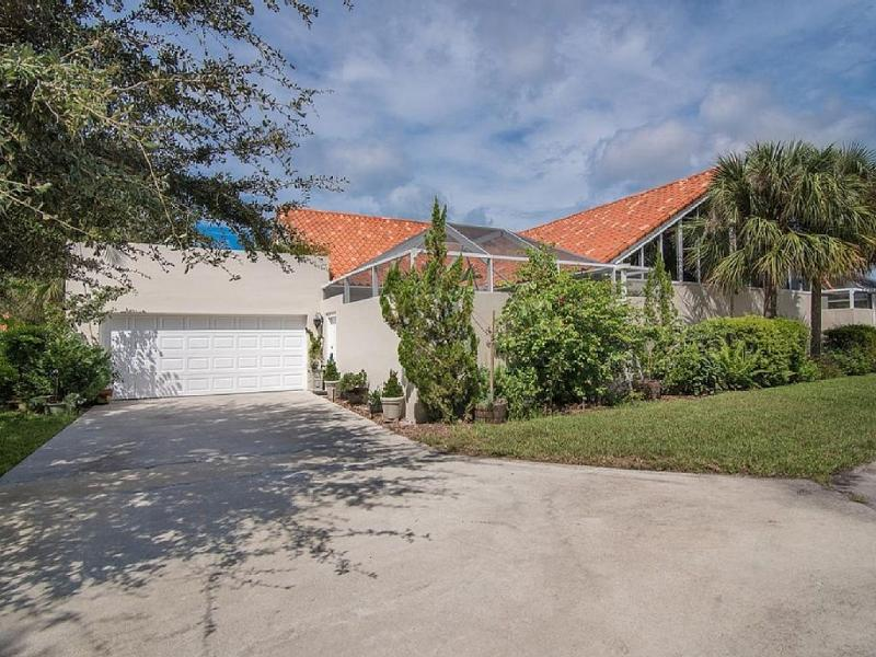 Courtyard townhouse in very desirable north Naples location