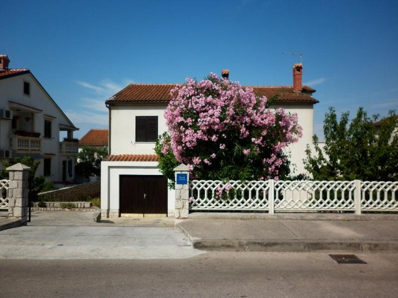Tonia - great location & afordable: A1(4+1) - Mali Losinj, vacation rental in Mali Losinj