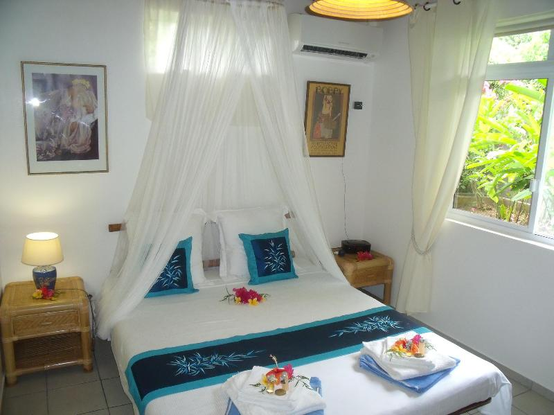 Bedroom with Queen-Size bed + A/C