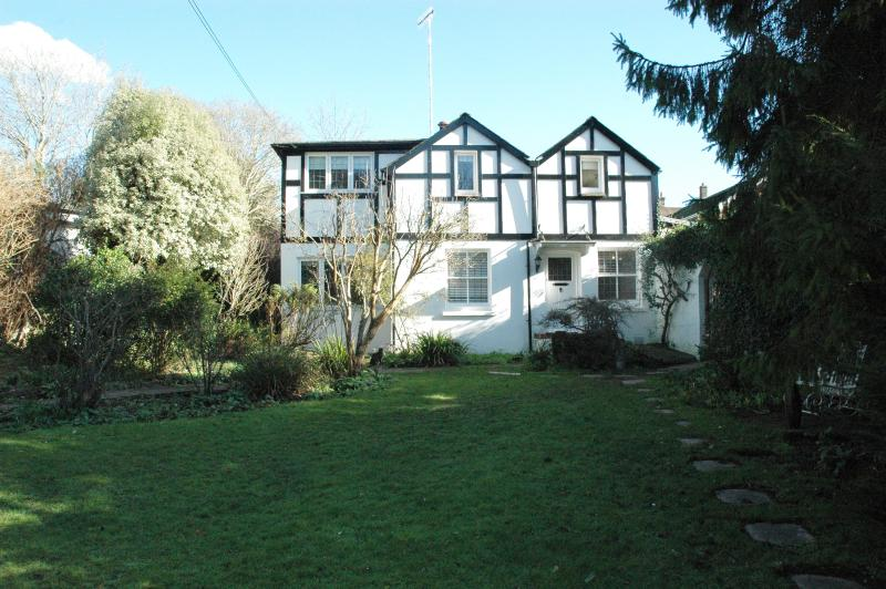 The Gardener's Cottage (Free Parking), vacation rental in Hassocks