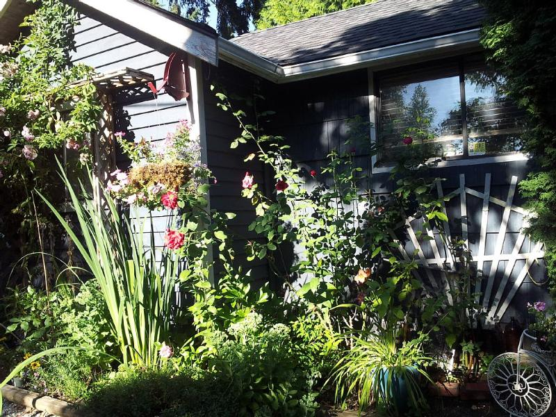 Shell Cottage Family And Pet Friendly, holiday rental in Saanich