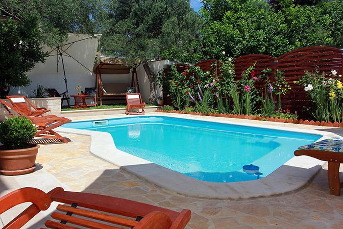Donji Humac Holiday Home Sleeps 10 with Pool and Air Con - 5408624, vacation rental in Supetar