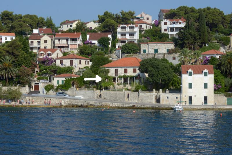 Bozi - 20m from the beach:  A1(2+1) - Splitska, holiday rental in Splitska