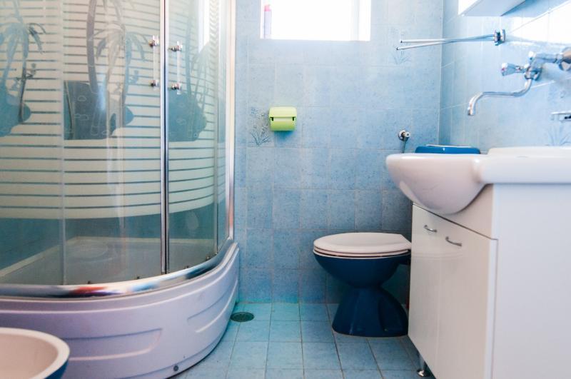 A2 (6 + 2): salle de bain avec toilette
