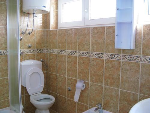 A2 (7 + 1): banheiro com vaso sanitário