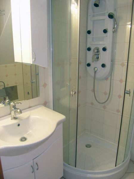 SA1 (2 + 2): salle de bain avec toilette
