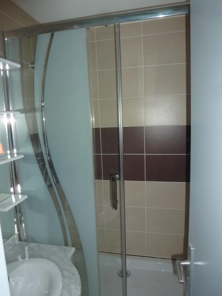 Une douche de 1, 10 m de large