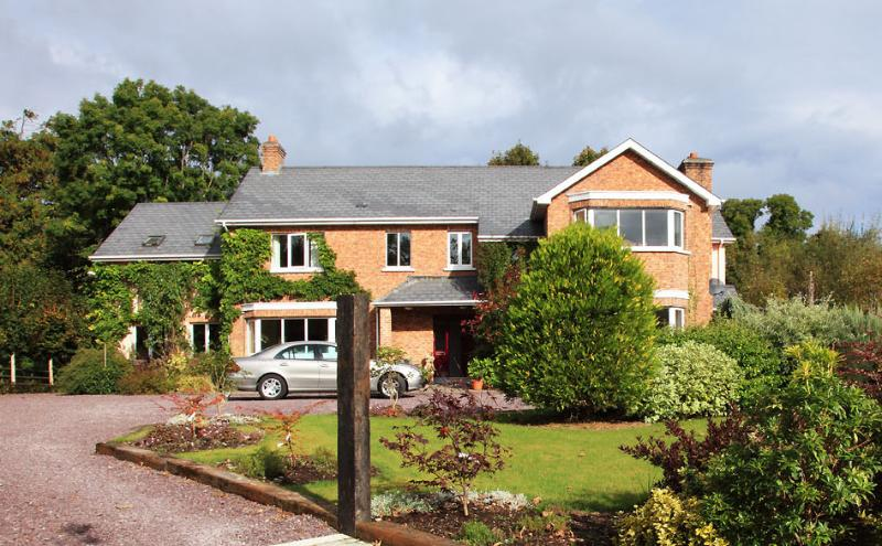 Large Elegant Country House in Kenmare town, vacation rental in Kenmare