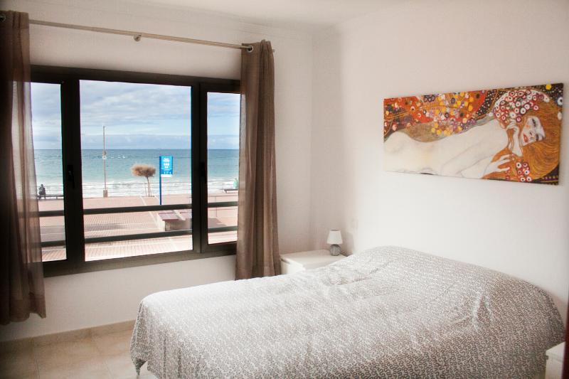 Fantástica 1ª línea de playa, vacation rental in Las Palmas de Gran Canaria