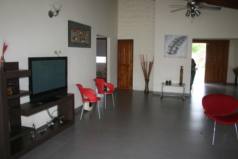 Large living room with TV, direct TV and WiFi