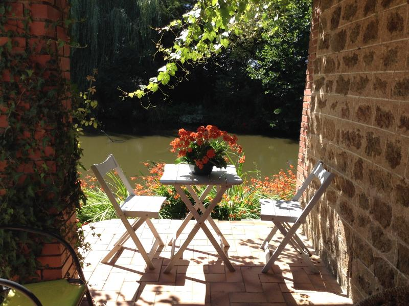 Lots of places to eat al fresco on the terrace and in the gardens.