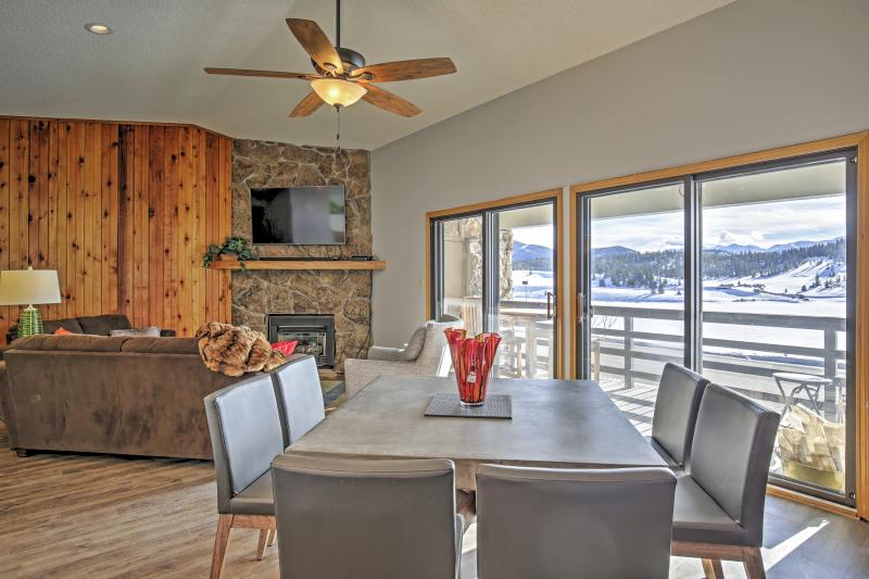 Enjoy breakfast, lunch, or dinner with a view of the mountains.