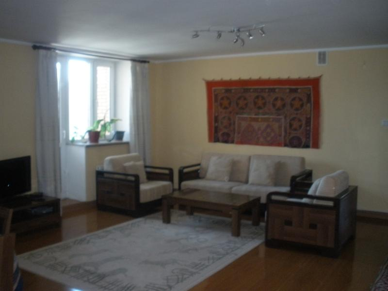 UB downtown 3 bedroom apartment for rent, holiday rental in Ulaanbaatar
