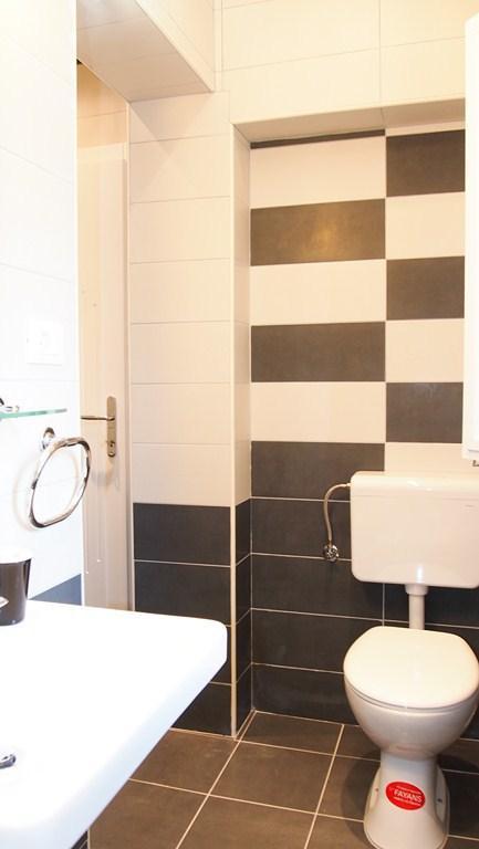 A (6): banheiro com vaso sanitário