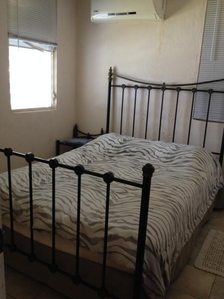 queen bed ap.#2