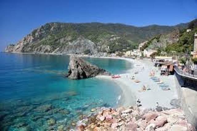 Cinqueterre: the beach of Monterosso