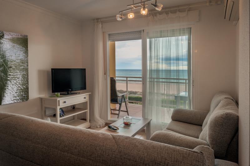 Precioso apartamento situado en primerísima linea, vacation rental in Xeraco