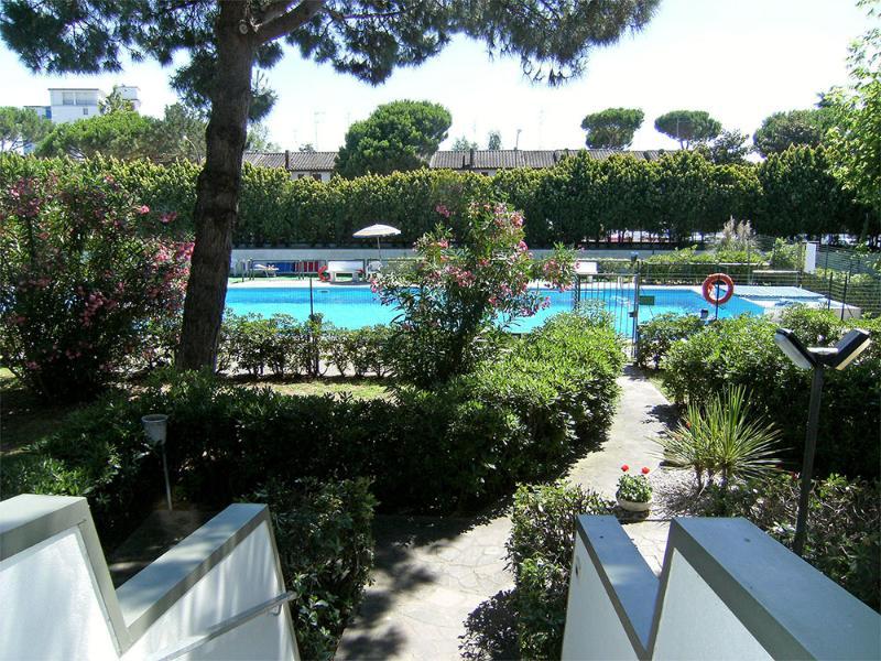 Vista piscina condominiale