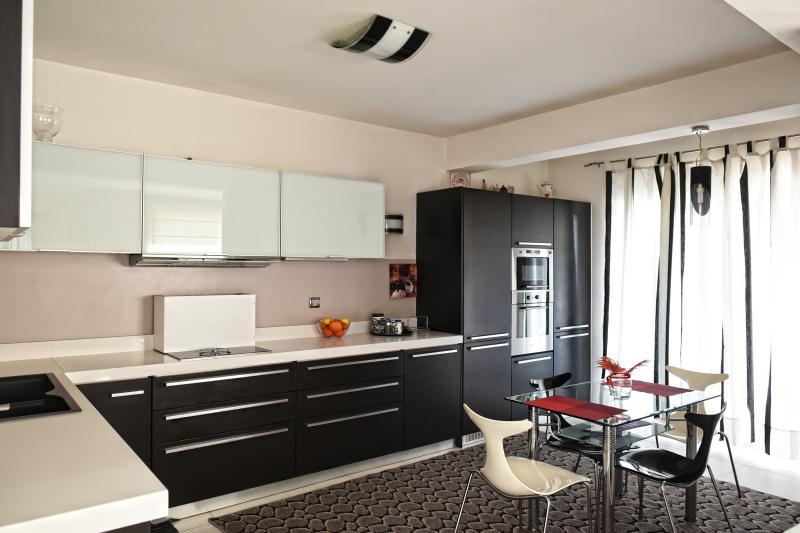 villa katiana kitchen