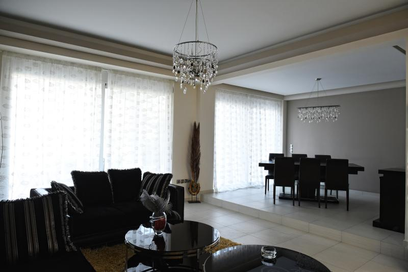 Villa katiana dining room main
