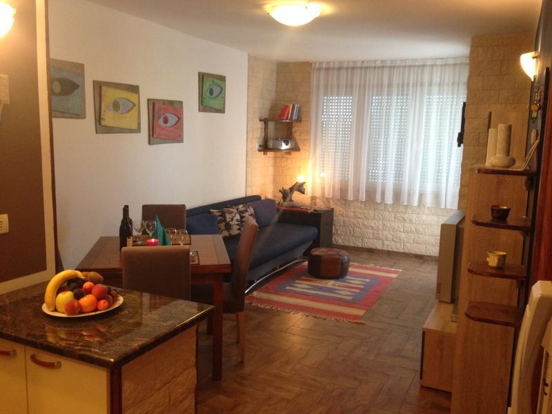 Piso en Pola, vacation rental in Pula