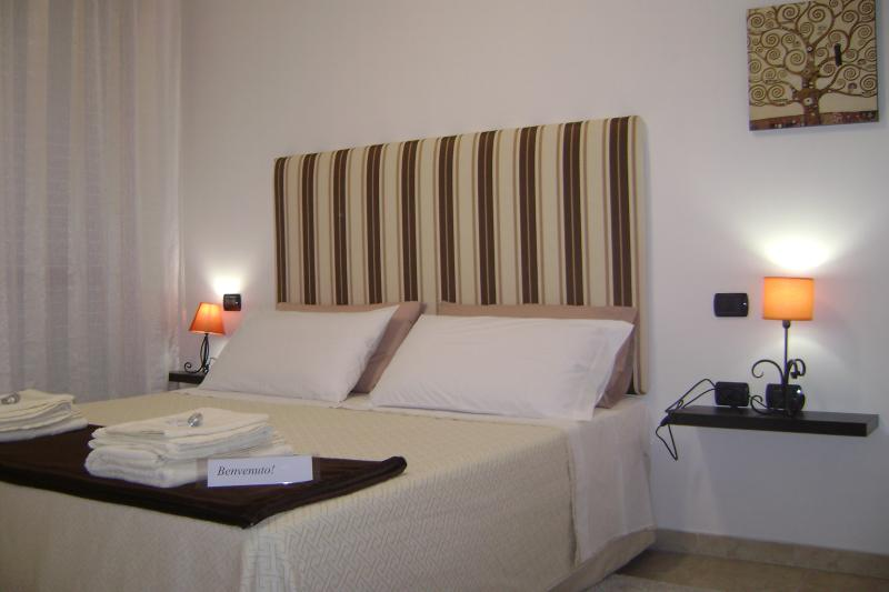 Near airport and main road to the southern beaches, vacation rental in Dolianova