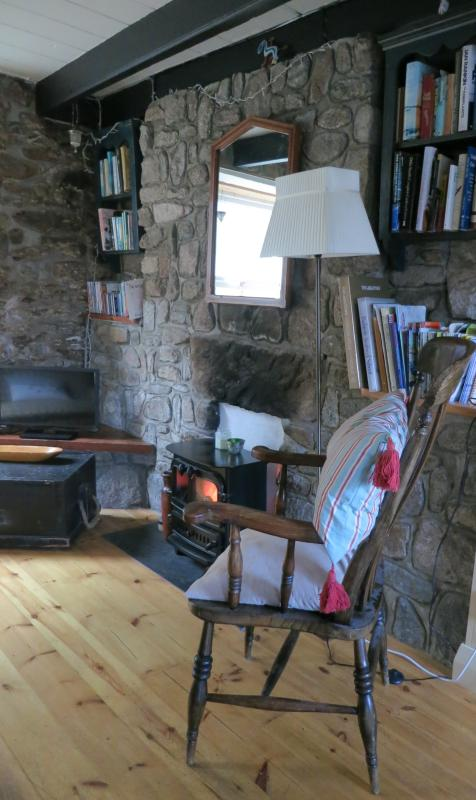 Pretty, cosy character cottage in St Just, Cornwall.  Sleeps 4.  Near St Ives, Newlyn, Mousehole.