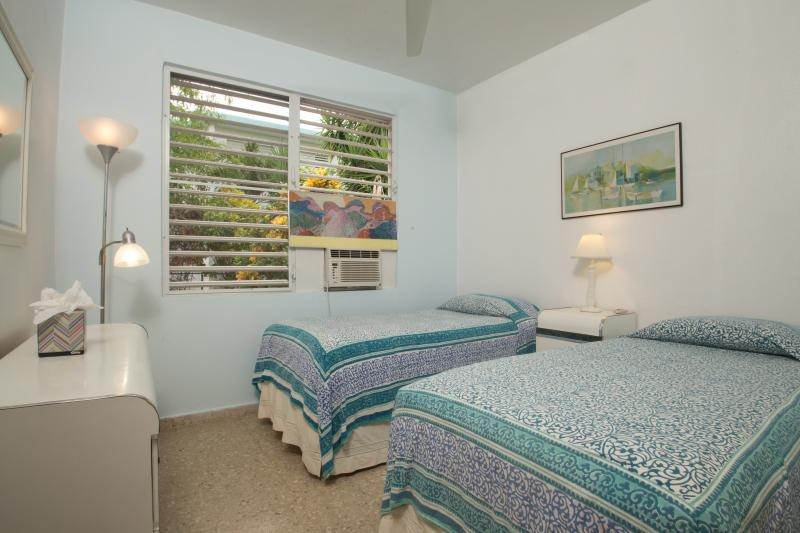 The Second Bedroom with 2 Twin Beds or a King