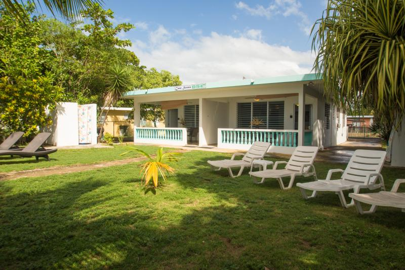 2 or 4 Bedrooms BEACHFRONT HOME on the Best Swimming Beach, location de vacances à Rincon
