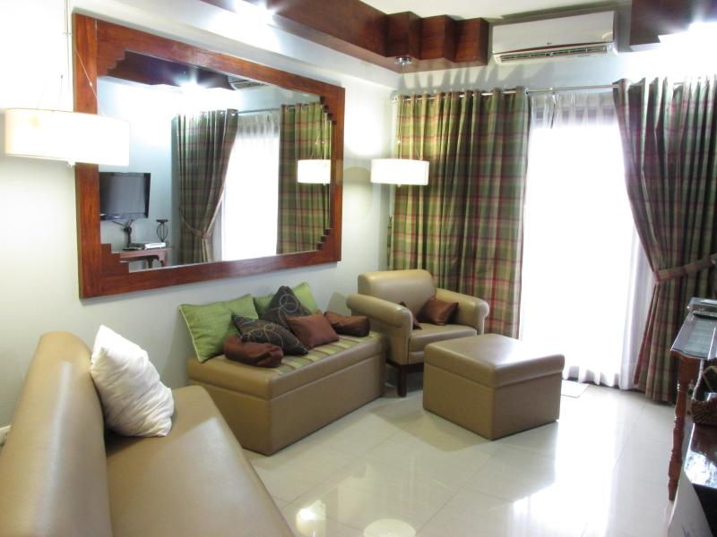 Home away from Home next to Marriott/ResortsWorld, holiday rental in Manila