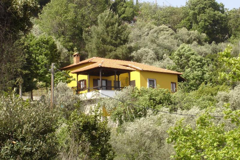 Forest house with spectacular sea view, vacation rental in Milies