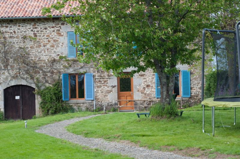 Luxe 100 jaar oud gerenoveerd familie huis, location de vacances à Saint-Leonard-de-Noblat