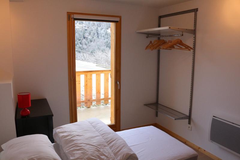 3 dormitorios, el acceso a la terraza y jardín