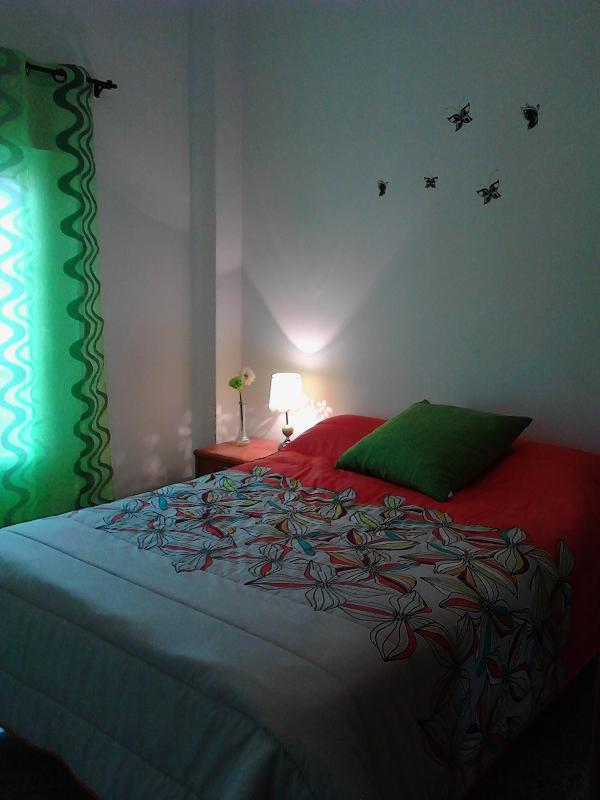 Precioso dormitorio con balcon-terraza