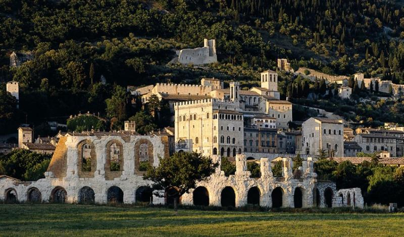 Gubbio: Roman theather, medieval palace and mountain.