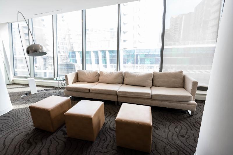 Building Internet Lounge