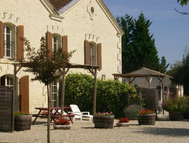Gites de Cognac - La Grande Ecurie, holiday rental in Courbillac