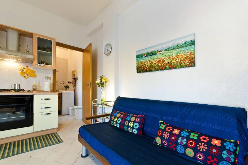 Cozy studio 50 metres from the sea Taormina & Etna, holiday rental in Torre Archirafi